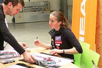 Šárka Záhrobská má doma ze slalomů na MS ve svých 24 letech kompletní medailovou sbírku, přesto zůstává nohama na zemi.
