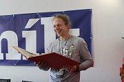 Zpěvák Tomáš Klus v redakci Českobudějovického deníku