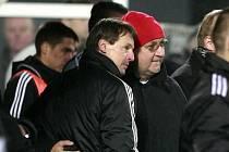 Zatímco na lavičce Dynama panovala zklamání, vztek a pocit křivdy, šéf příbamského klubu Jaroslav Starka spolu s trenérem Františkem Strakou se radují.