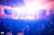 Ben Cristovao vystoupil s živou kapelou a dalšími hosty poslední říjnovou sobotu před vyprodaným sálem KD Metropol.