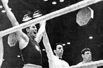 Historická chvíle budějovického boxu: Josef Němec byl ve finále ME 1963 s Abramovem vyhlášen vítězem, a tudíž i mistrem Evropy!