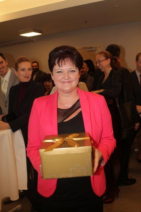 Slavnostní večer k ukončení třetího ročníku projektu Chováme se odpovědně. Na snímku Dana Štegerová, personální ředitelka firmy Brisk Tábor.