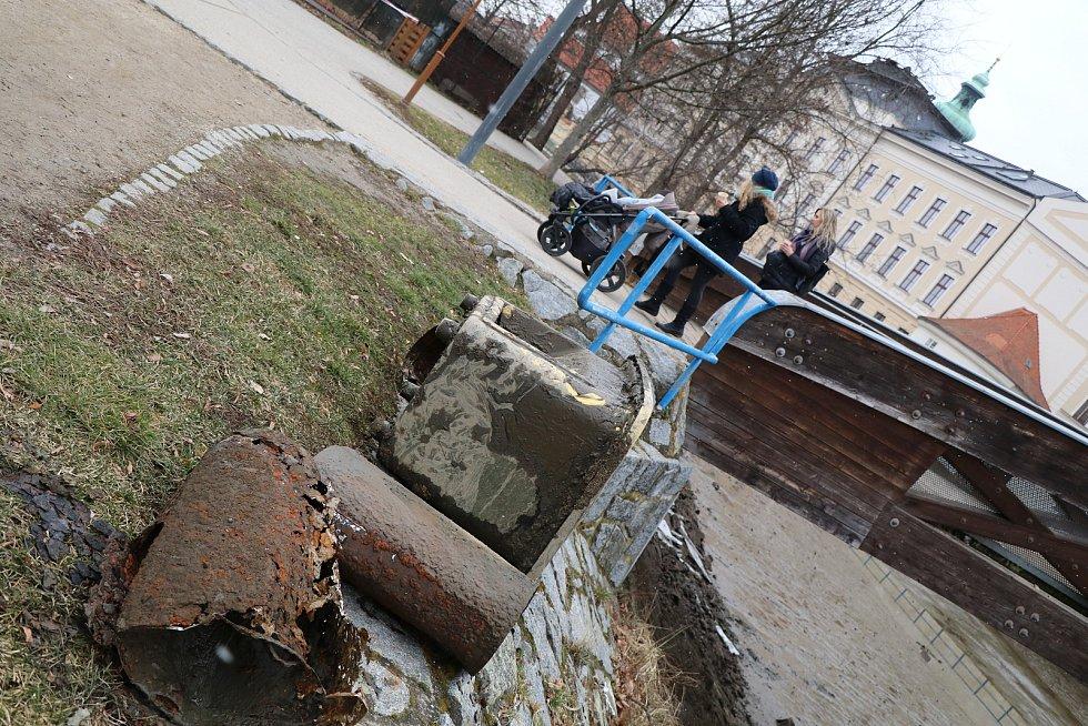 České Budějovice,vypuštěné řeky kvůli opravě jezu u Dlouhého mostu
