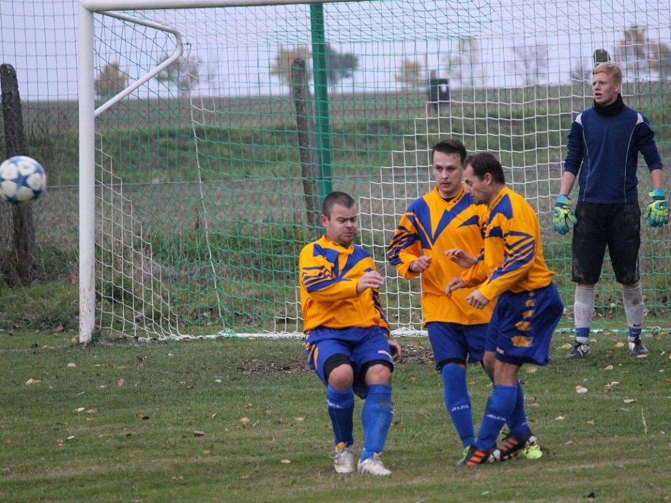 Neplachov (ve žlutém) doma proti Boršovu o dva góly prohrával, vedl a nakonec remizoval 4:4.