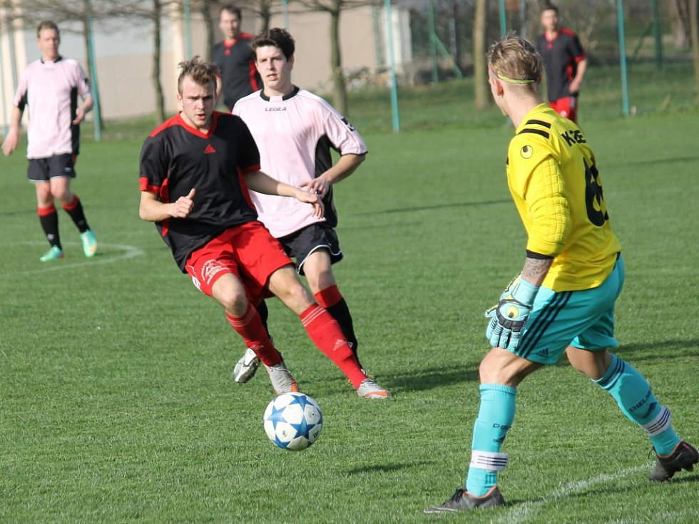 U Malého jezu se zrodilo překvapení, Slavia ČB (v tmavém) podlehla v jarní premiéře Větřnímu 0:3.