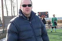 Marek Fencl vede Olešnici na turnaji v Borovanech. Jeho tým podlehl Ledenicím (2:4), s Mladým remizoval 2:2.