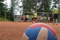 Volejbalový turnaj smíšených rodinných týmů pořádala Hlincovka