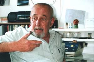 Jako dřevorubec se dlouho živil Jaroslav Švestka (1942 – 2006), rebel a spisovatel, který za komunismu emigroval a léta žil na jihu Čech. V Libri prohibiti vyšla jeho kniha Orwellův rok.