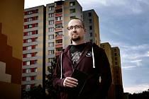 Spisovatel Jiří Březina zasadil děj svého třetího detektivního románu Polednice na českobudějovické sídliště Máj.