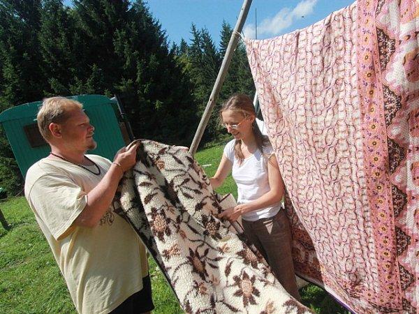 Na louce umaringotky mají Žákovi věšák na prádlo.