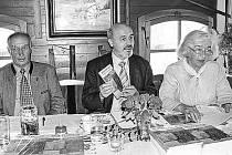 Petr Martan uprostřed, vlevo Robert Demmelbauer.