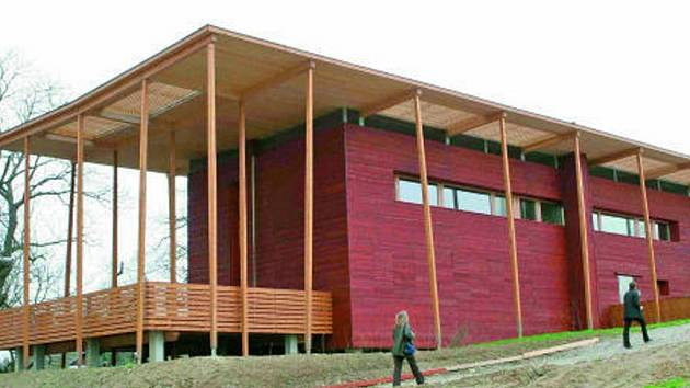 Pasivní dům s rozsáhlou terasou.