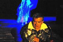 OBŘI DONA QUICHOTA. Budějckou Thálii zahajuje  v sobotu hořká komedie o síle  a bezmoci lásky, rytířství a víry.