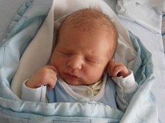 Prvorozený Petr Vejsada se pro svůj příchod na svět rozhodl v úterý 26. 1. 2016 v 16 hodin a 23 minut. Po narození se mohl pochlubit váhou 3,76 kg. Radost z něj mají šťastní rodiče Petr a Michaela z Trhových Svinů.
