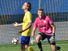 Fotbalisté FC Písek hrají v Mol Cupu ve středu doma s Pardubicemi (na snímku jsou Jakub Held a Kamil Hajdušek).