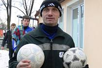 Zima je tady. Špílmachr Zdeněk Hrdina a jeho Temelín si vinou počasí musí na šlágr s Nemanicemi počkat: dohrávat se bude v sobotu 10. listopadu od 14 hodin.