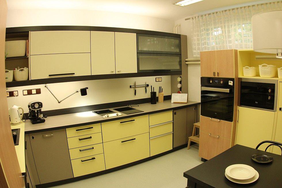Čtvrtá kuchyně v ČR pro nevidomé a slabozraké se slavnostně otevřela ve středu.