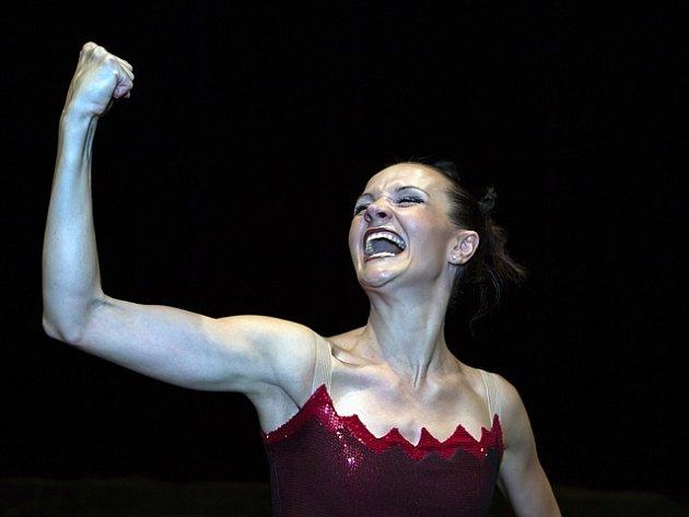 Linda Schneiderová v hlavní roli inscenace Carmen.