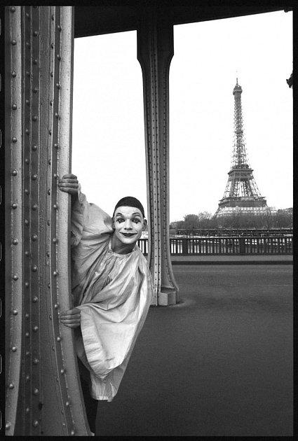 Fotograf Michal Tůma má monografii, která vyšla vprosinci 2014vnakladatelství Foto Mida. Paris que j'aime, 2002.