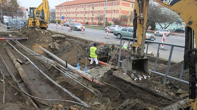 Práce na propojení ulic Nerudova a Pražská již začaly. Někteří obyvatelé s tím však nesouhlasí.