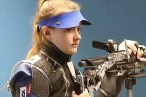 KONCENTRACE. Nikola Foistová při střelbě.