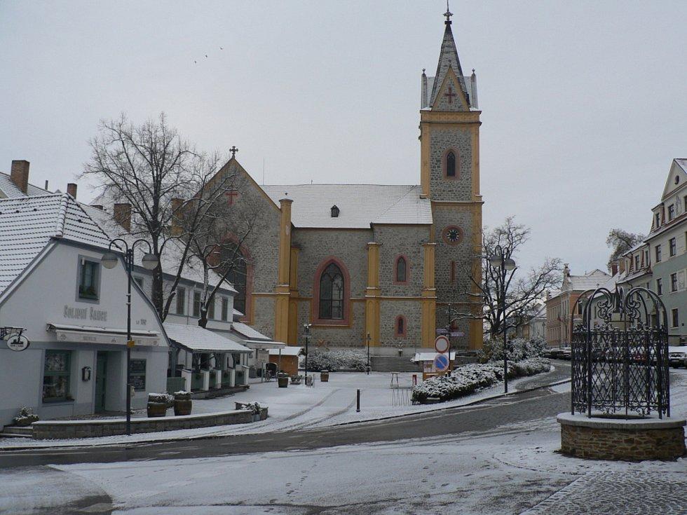 V sobotu 30. ledna 2021 přišlo do jižních Čech sněžení a nedělní ráno bylo bílé. Hluboká nad Vltavou.