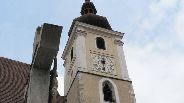 Trhové Sviny. Dominantou města je kostel Nanebevzetí Panny Marie.
