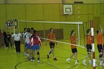 Volejbalisté EGE slaví výhru nad Starým Městem a postup do semifinále.
