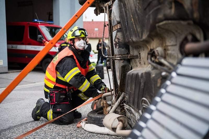 Den otevřených dveří v hasičské zbrojnici ve Velešíně byl akční.