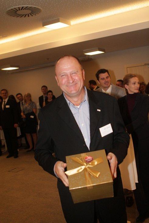 Slavnostní večer k ukončení třetího ročníku projektu Chováme se odpovědně. Hostem večera byl rovněž majitel a ředitel firmy Artel Group Kostečka Velešín Milan Kostečka.
