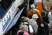 Obyvatelé jižních Čech musí denně dojíždět do práce a do školy průměrně bezmála tři čtvrtě hodiny.