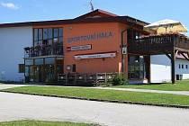 Obec již neprovozuje restauraci ve Sportovní hale.