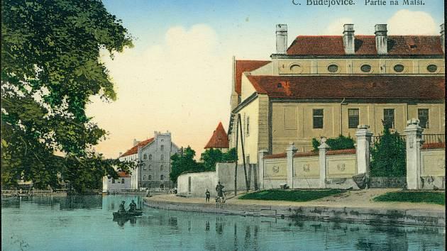 Nábřeží u slepého ramene řeky Malše prošlo v historii množstvím proměn.