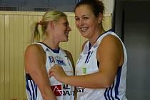 PREMIÉRA. Michaela Drachovská patřila v utkání se Slovankou k nejlepším. Lucie Košatková (vlevo) nehrála.