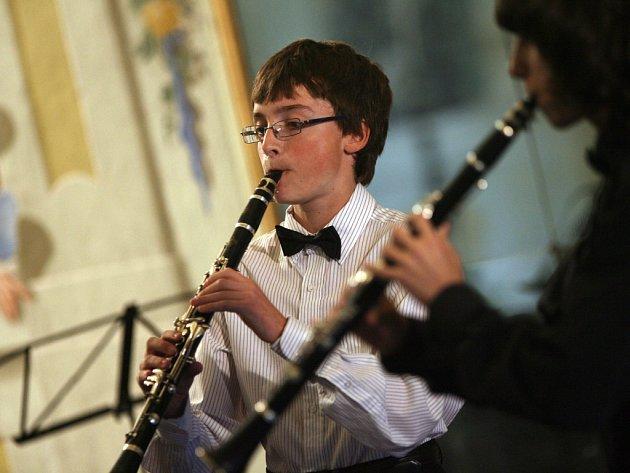 Vítězové dalšího ročníku Mezinárodní rozhlasové soutěže mladých hudebníků Concertino Praga se v pondělí představili v Maškarním sále českokrumlovského zámku.