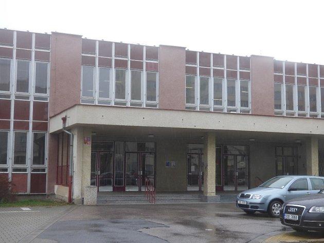 Základní škola Emy Destinové.