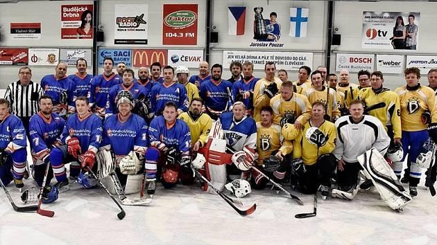 Rybníkářská hokejová liga má za sebou i mezinárodní klání, jak dokazuje i archivní snímek před střetnutím reprezentačního výběru RHL s ruskými hokejisty z Berkutu.