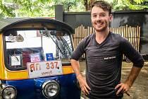 Tomáš Vejmola alias Tomík na cestách se vydal na dobrodružnou cestu s vozítkem tuk-tuk.