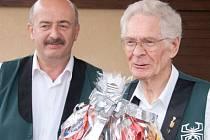 Ve věku 79 let zemřel v neděli 11. prosince tubista Jan Návara. Nejdéle hrál s dechovou kapelou Budvarka, naposledy s dechovkou Babouci (na snímku s kapelníkem Babouků Petrem Shýbalem).