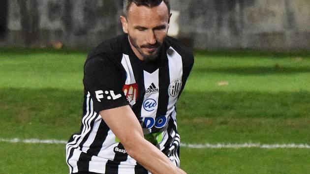 Ve šlágru fotbalového víkendu na jihu Čech se Dynamo v I. lize střetne v neděli se Slováckem. Tým jako kapitán povede zkušený Tomáš Sivok.