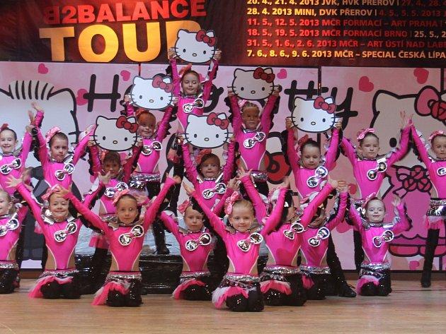 Už čtyř až šestileté děti z českobudějovické taneční školy MOVE 21 dokázaly zabodovat se svou choreografií Hello Kitty na Mistrovství České republiky 2013. Toto taneční centrum nabízí přibližně 45 kroužků a tanečních skupin pro holky i kluky od tří let.