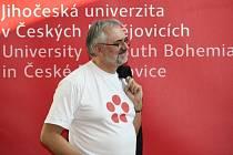 Jihočeská univerzita představila nové logo a vizuální styl. Na snímku rektor Libor Grubhoffer.