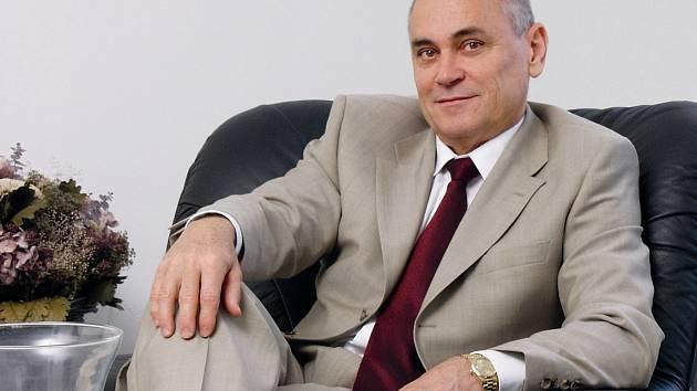 Tehdejší Jiskru zprivatizoval Mojmír Čapka se dvěma společníky. Akcie pak držela řada akcionářů, které postupně vyplatil a dnes je jediným vlastníkem Brisku.