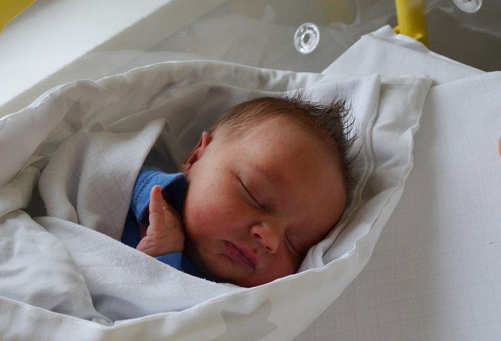 Jakub Jareš ze Zlivic. Prvorozený syn Kateřiny a Martina Jarešových se narodil 4. 6. 2021 ve 13.02 hodin. Při narození vážil 3150 g a měřil 49 cm.