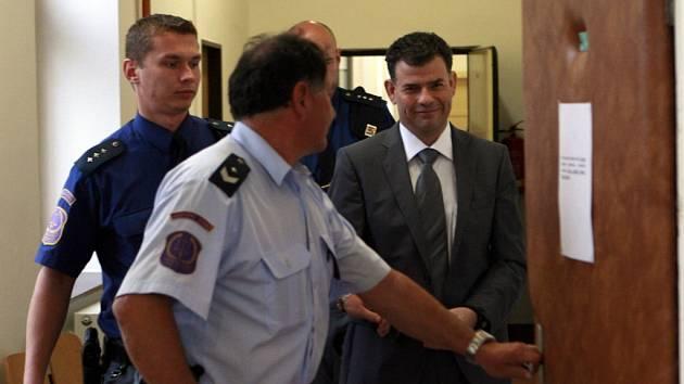 Jednatel zkrachovalé firmy L. a S. Tábor, která vlastní Senior dům, Stanislav Snášel je nyní ve vazbě.