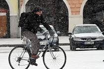 Cyklisté z kol nesesedli. O oblíbený dopravní prostředek se mnozí Budějčáci nenechali připravit ani vpravdě zimním počasím.