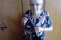 Anna Konečná už své dvě oblíbené kabelky neunosí, proto je darovala do Kabelkového veletrhu Deníku.