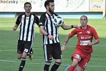 Minule s Ústím fotbalisté Dynama doma vyhráli 2:0 (na snímku Roman Wermke v souboji s Miskovičem), uspějí i v neděli doma s Vítkovicemi?