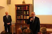 Dominikánského opata Jindřicha Libraria připomíná konference v Českých Budějovicích. Zahájení se účastnil i primátor Jiří Svoboda (vpravo).