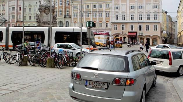 Zavřít náměstí pro auta asi nepůjde.